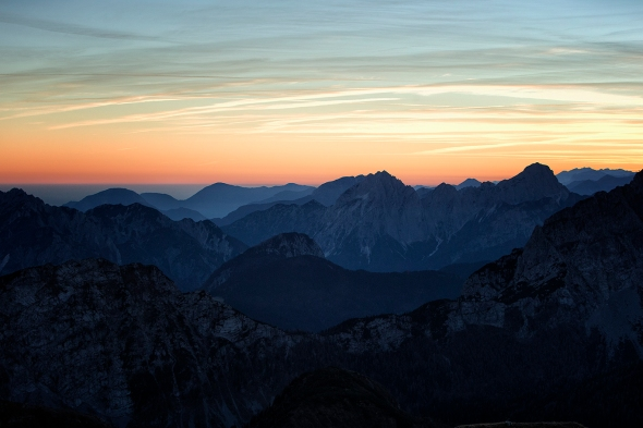 Wunderschöner Ausblick in die Alpenwelt Kaerntens, auf dem Gipfel des Gartnerkofel im Nassfeld